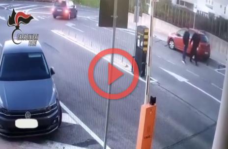 """Ospedale Castellana Grotte, rubano auto: due persone arrestate """"Entrano in ospedale fingendosi malati e rubano l'auto di un chirurgo: due pregiudicati baresi incastrati dalle telecamere"""""""